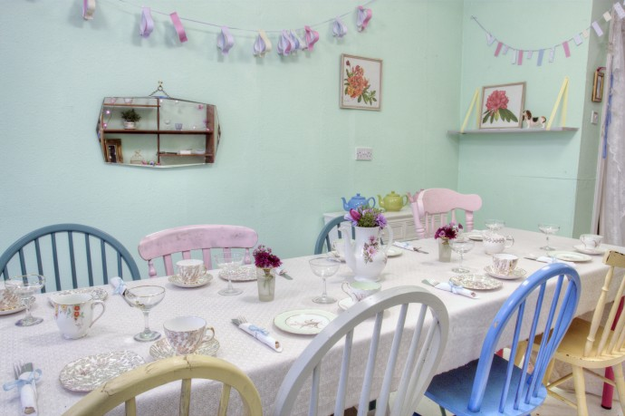 the workshop is for 10 people at this lovely venue: Cushion & Cake in Glasgow