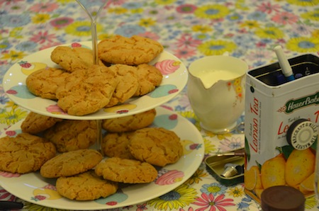 Sarah asked Pamela for ethical tea & biscuits for the craftivits. We arrived to loose left fairtrade tea (English Breakfast & herbal tea) and homemade ginger biscuits = delicious! All images by Laura Polson